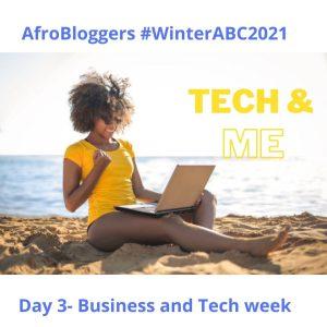 Lady on the beach working on her laptop. potrays lifestyle entrepreneurship